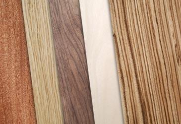 technique de placage et vernis au tampon du bois naturel. Black Bedroom Furniture Sets. Home Design Ideas