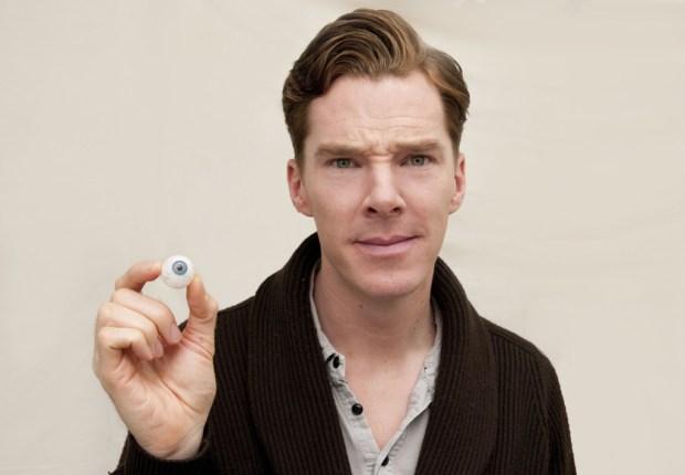 benedict-cumberbatch-poses-eyeball-similar-his-own-eye-colour