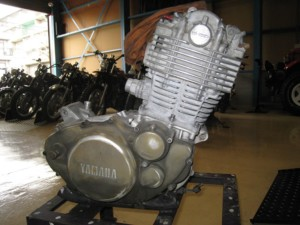 塗装前のエンジン