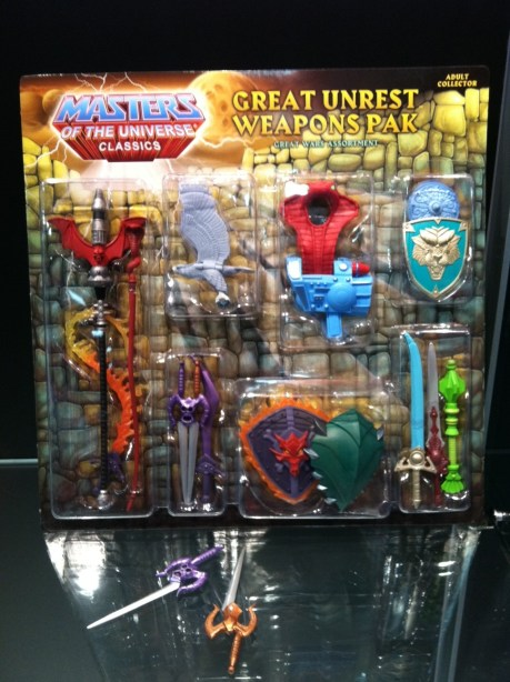 SDCC 2012 - MOTUC Great Unrest Weapons Pak
