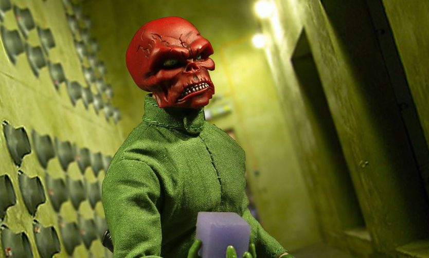 Mezco One:12 Fall Exclusive Red Skull