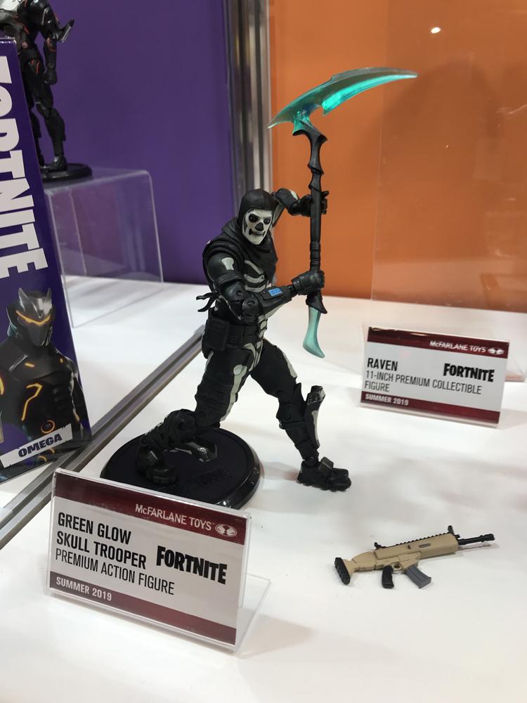 "McFarlane Toys 11/"" Deluxe fortnite Action Figure-Raven"