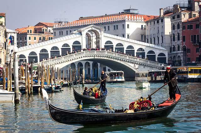 Photos of Venice - the Rialto Bridge