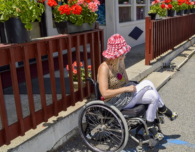 wheelchair streetstyle fashion blogger