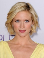 brittany snow hairstyle - short