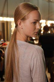 elegant sleek straight hairstyles