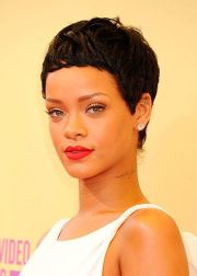 rihanna short haircut ultra-short