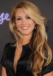 4 stunning long wavy hairstyles