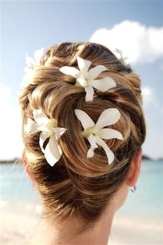 5 fantastic beach wedding hairstyles with flower decorations pretty designs