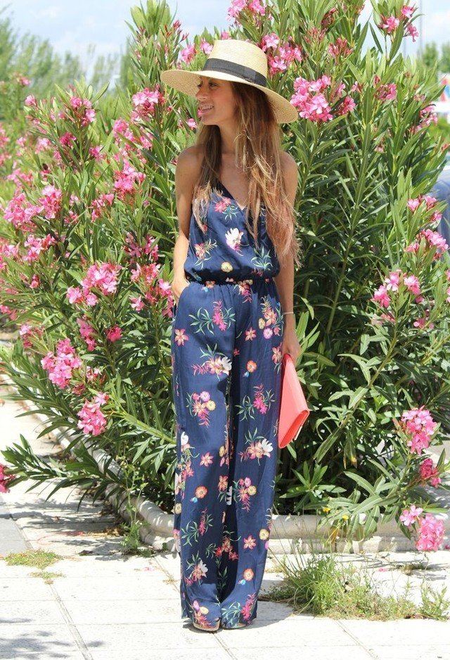 Stylish Floral Jumpsuit with a Hat