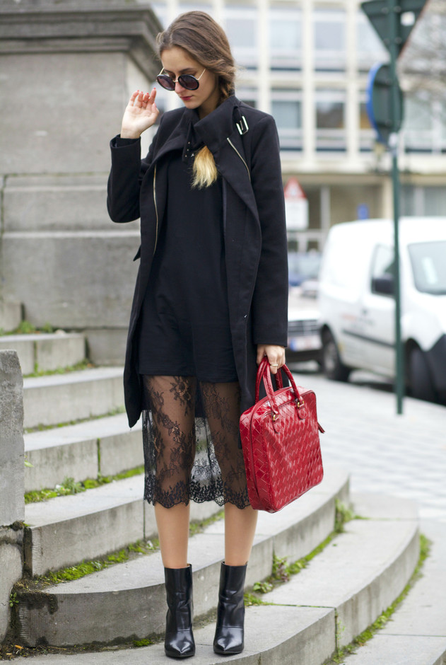 Beautiful Summer Outfit Ideas with Feminine Lace Skirts