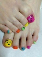 super cute happy face nail design