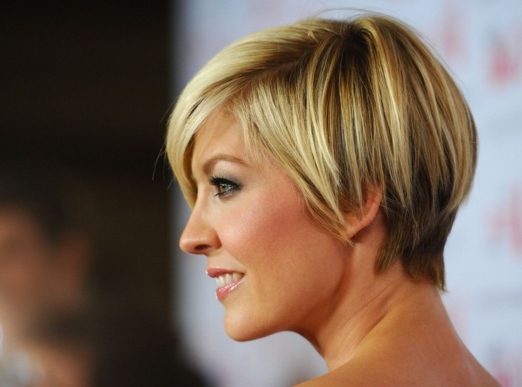 56 Super Hot Short Hairstyles 2020 Layers Cool Colors Curls Bangs