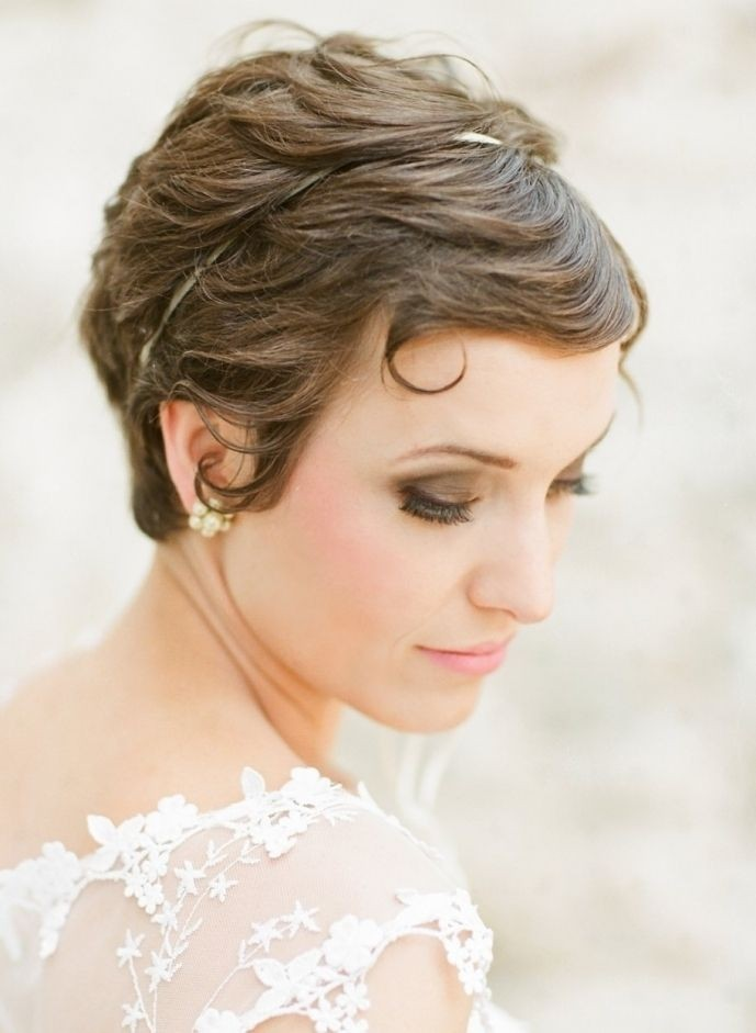 Stunning Short Wedding Hairstyles for Women