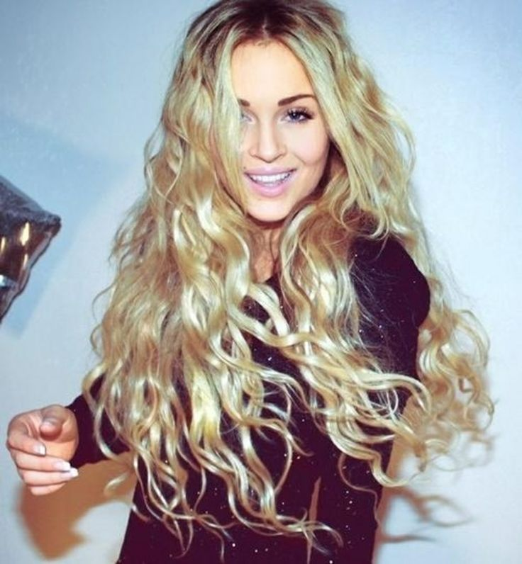 13 Pretty Wavy Hairstyles For Winter