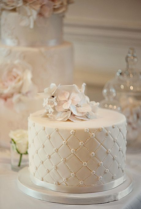 Pictures Of Small Wedding Cakes Heart Shaped