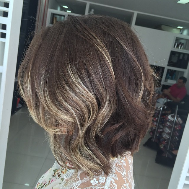 Behati Prinsloos Middle Part Wavy Hairstyle Casual
