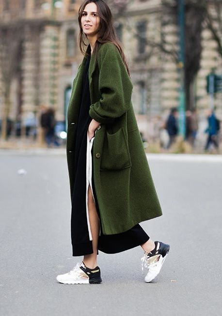 20 Super Casual Styles with Sneakers |Green Coat and Creative Sneakers