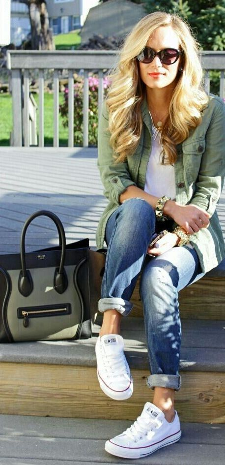 20 Super Casual Styles with Sneakers |White Sneakers and Light Green Shirt