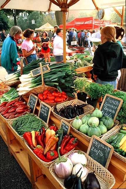 7 Simple Tips to Staying Healthy on Vacation | 3. Visit a Local Market