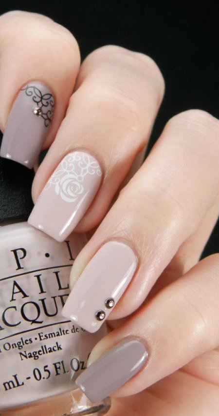 beige-nails-with-white-flowers via