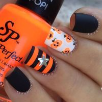 20 Cool Easy Halloween Nail Art Ideas - Halloween Nail ...
