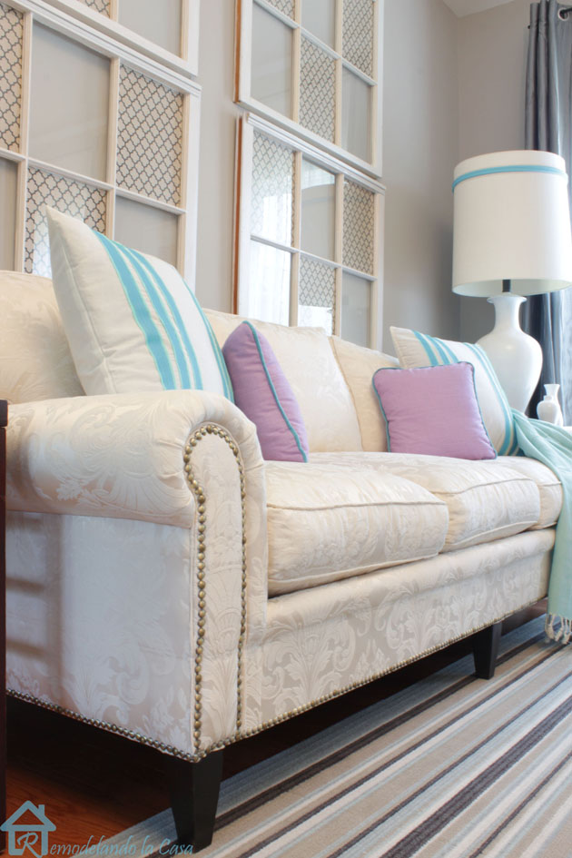 living room with sofa with nailhead trim3