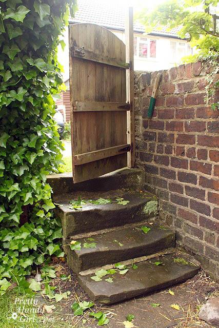 garden_gate_to_courtyard