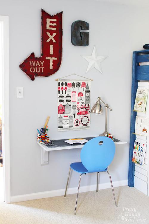 Wall hanging desk