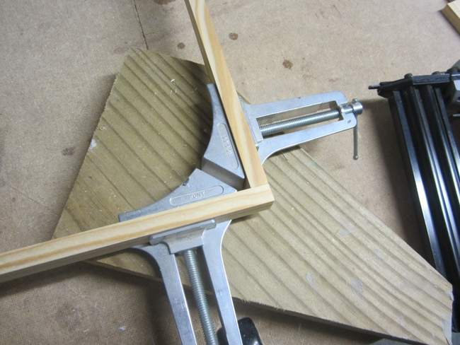 Using a Miter Corner Clamp