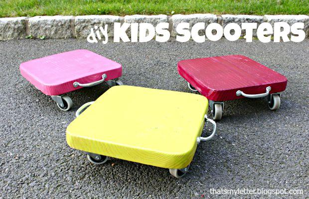 Distintos scooters de juguetes para niños, para rodar y divertirse.
