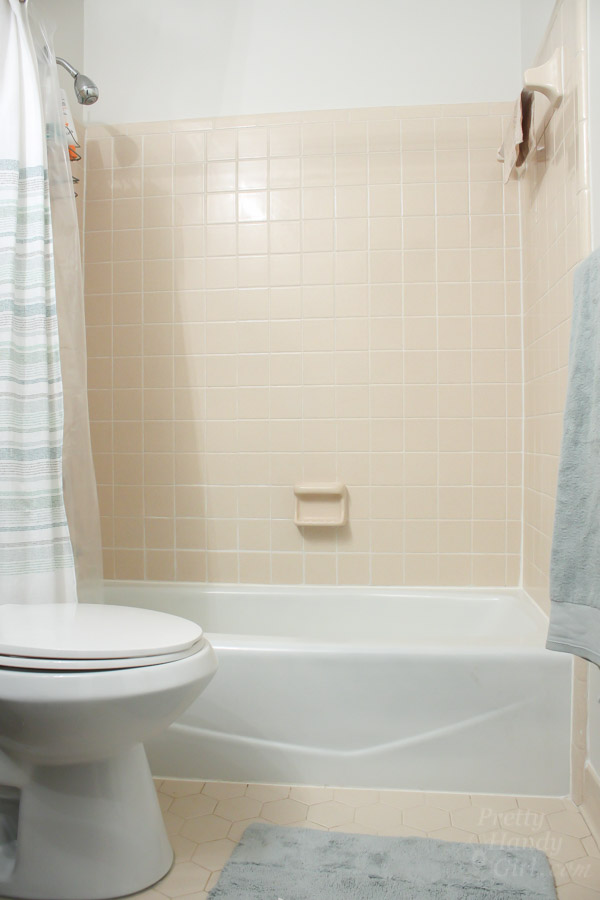 No Need To Gut This Bathroom Pretty Handy Girl - How to gut a bathroom