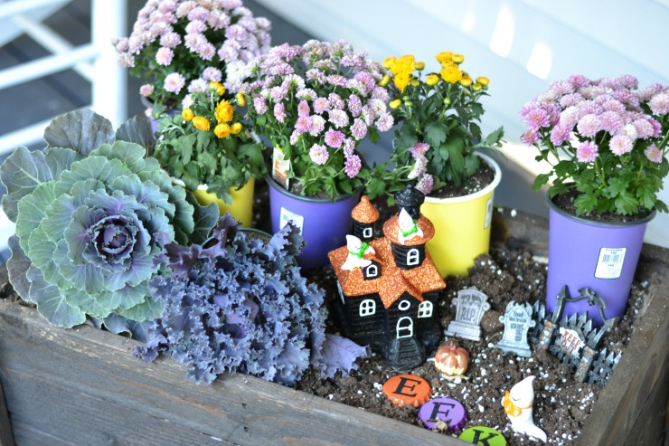 Add a fun Halloween Ghostly Garden to your fall planter. | PrettyHandyGirl.com