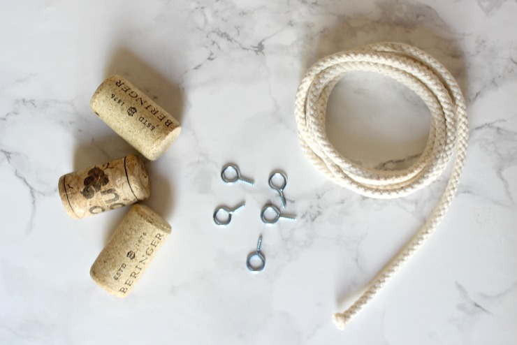 Love this DIY Jewelry Holder! Perfect use for those old corks!