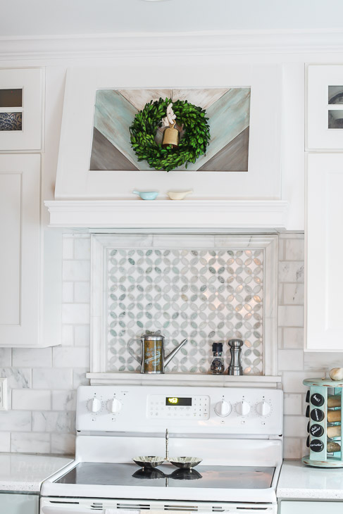 small-boxwood-wreath-oven-range-hood