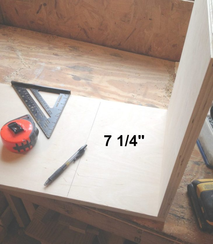 Assembling the shelves of the cabinet