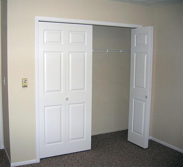 Bi-fold-closet-pantry-doors