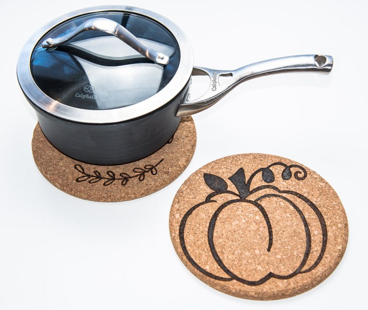 Protect your dining table with these Thanskgiving cork trivets!