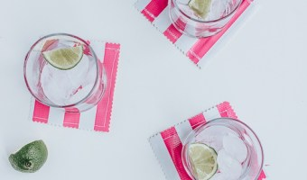 Tutorial for making these DIY oilcloth, water resistant drink coasters for Summer!