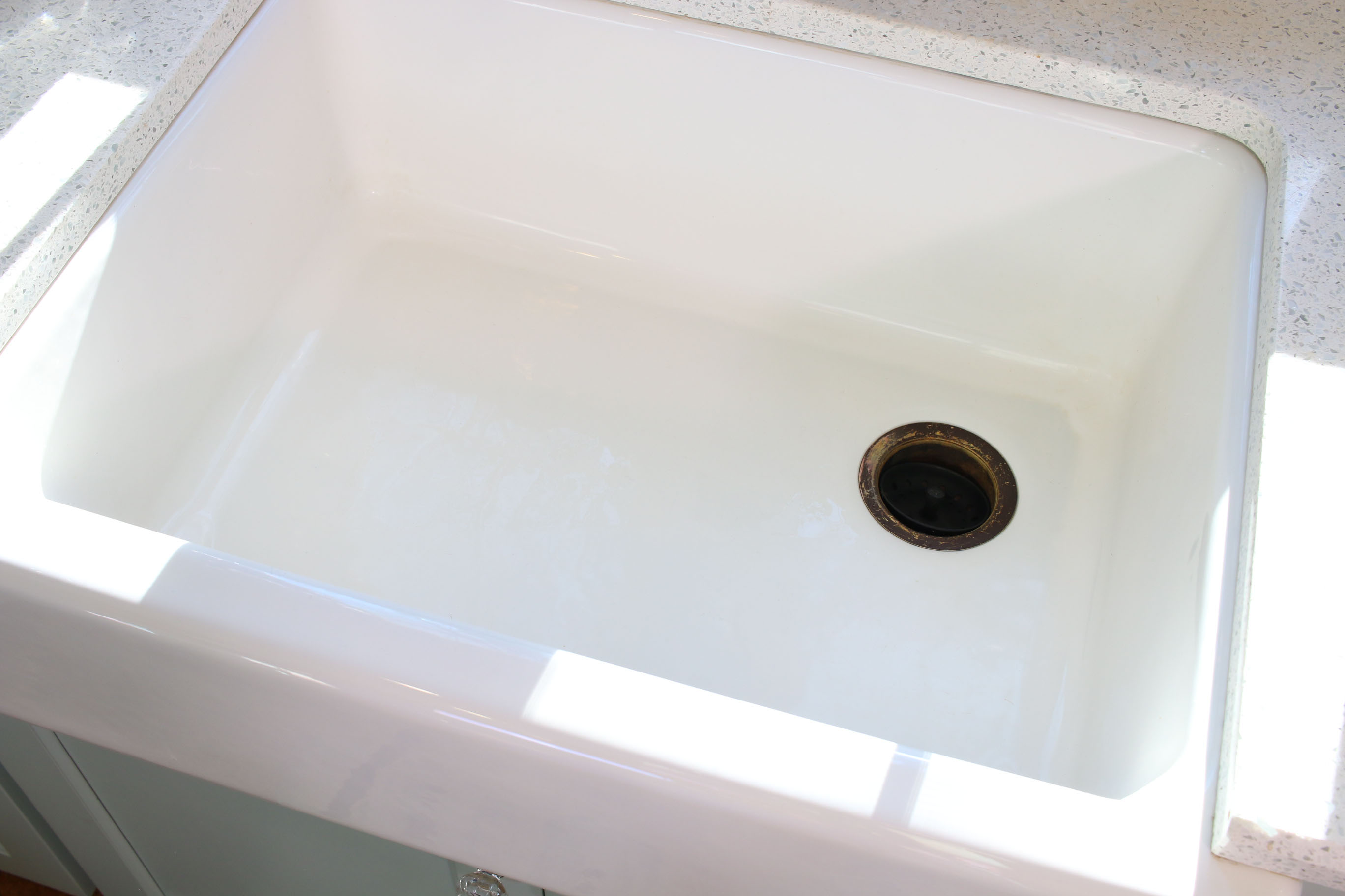 How to Remove Scratches from a Cast Iron Sink or Tub - Pretty