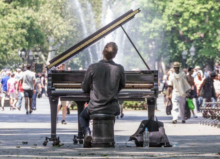 music-concert-instrumental-solo-mit-piano-im-park