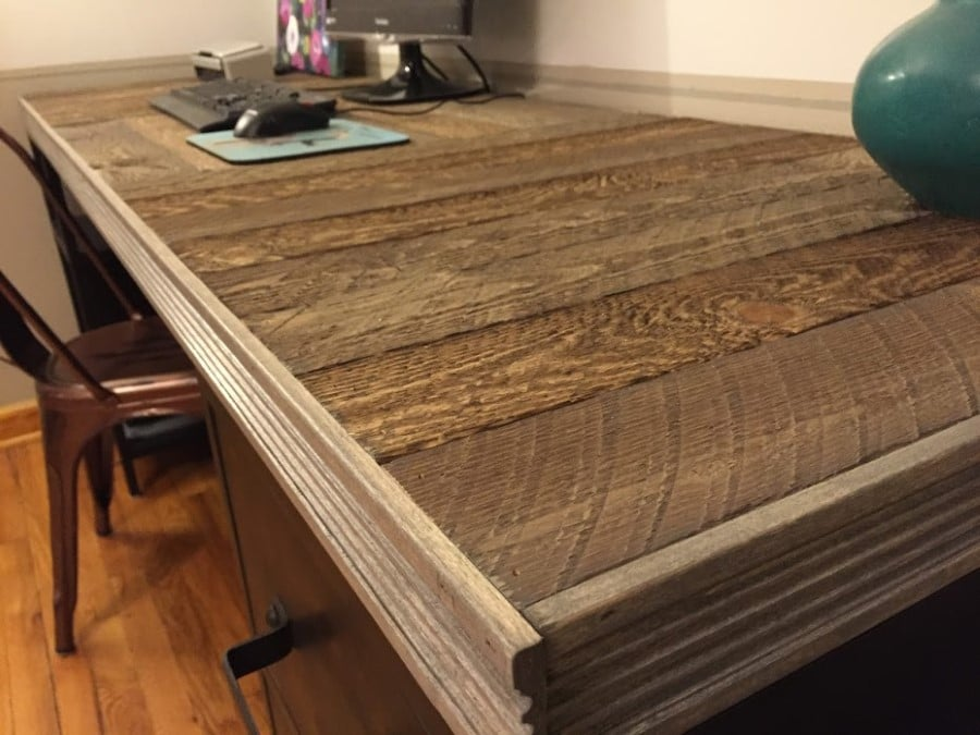 Reclaimed Wood Pallet Desk by PrettyPurpleDoor.com