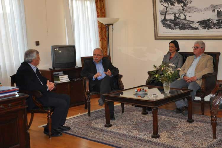 Επίσκεψη του Δημήτρη Παπαδημούλη στον Δήμαρχο Πρέβεζας και το Δημοτικό Συμβούλιο_5e068114ab072.jpeg