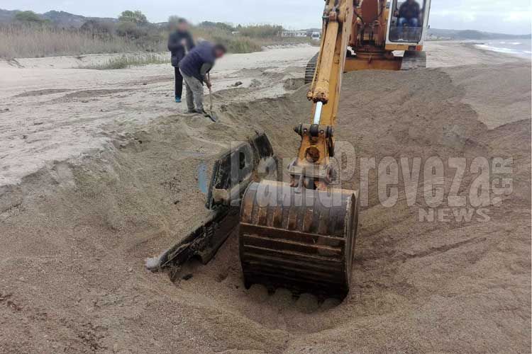 Κανάλι Πρέβεζας: Ξεθάφτηκε και απομακρύνθηκε το βυθισμένο στην άμμο όχημα – Φωτό_5e0683db344c2.jpeg
