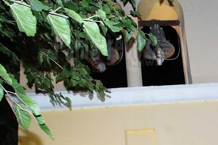 Πρέβεζα: Αίτημα για… μεταφορά καμπαναριού, αφού δεν μπορεί να κλαδευτούν τα… δέντρα!_5e066a83abbcb.jpeg