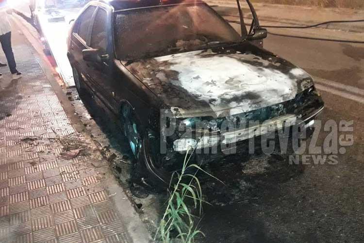 Πρέβεζα: Και τρίτο όχημα στις φλόγες_5e04fe5b9c428.jpeg
