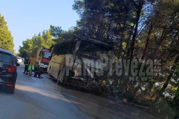 Πρέβεζα: Ολοσχερής καταστροφή λεωφορείου έπειτα από πυρκαγιά, στη Λούτσα_5e04fe6b6de3d.jpeg