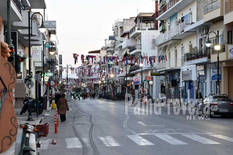 Πρέβεζα: Υπάλληλοι και Αντιδήμαρχος καθάρισαν την πόλη μετά το καρναβάλι_5e068591ea398.jpeg