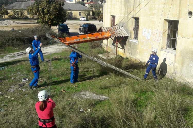 Σχολείο Διάσωσης από την ΛΕΚ Πρέβεζας – Απεγκλωβισμός τραυματία από κτήριο_5e068da61867a.jpeg