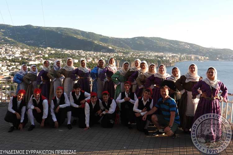 Στο Διεθνές Φολκλορικό Φεστιβάλ του Σορέντο το εφηβικό τμήμα του συνδέσμου Συρρακιωτών Πρέβεζας_5e0663d723dd9.jpeg